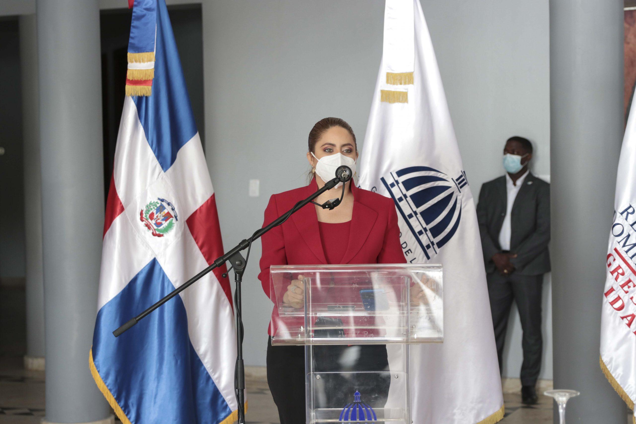 Gloria Reyes durante reunión en Ministerio de Cultura