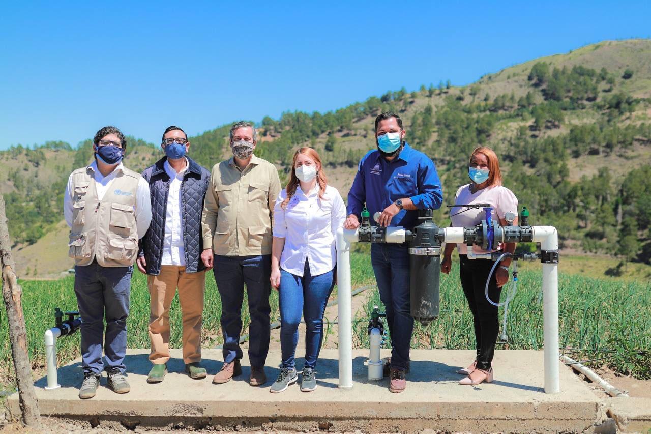 Progresando con Solidaridad entrega estación meteorológica y sistema de riego a agricultores de Villa Poppy